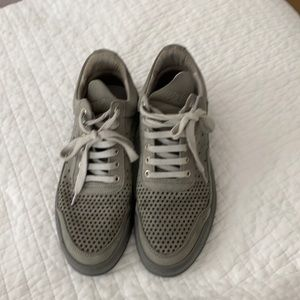 Women's grey sneaker